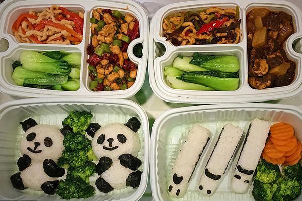 西成高铁配备美食车厢 特色美食令人垂涎