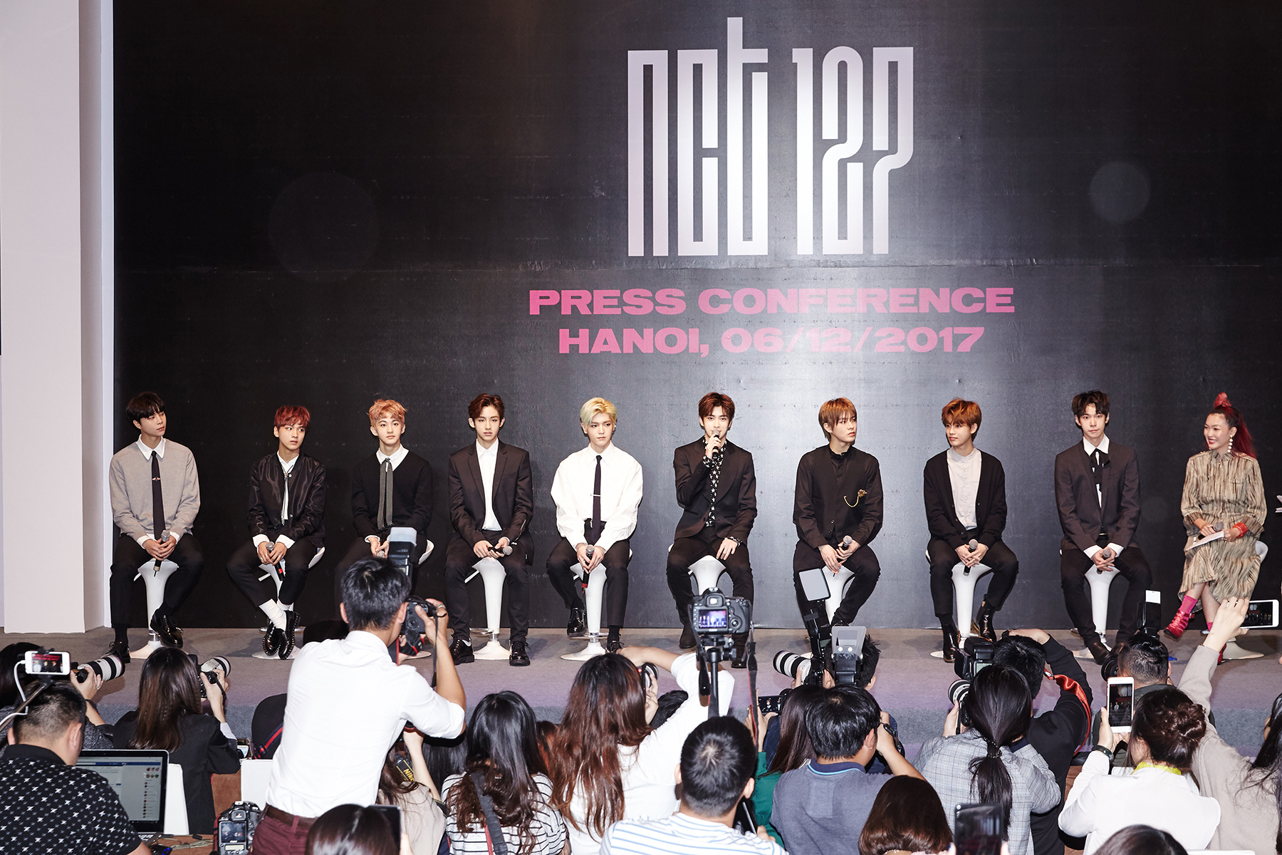 NCT 127出道后首次越南记者见面会盛况空前