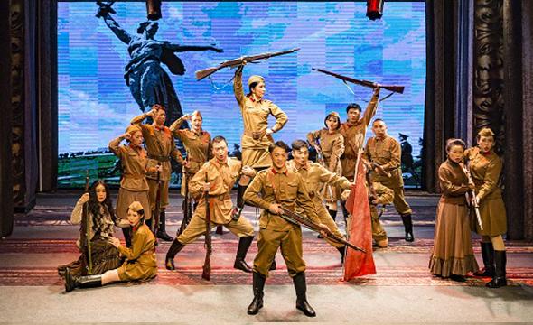 俄史诗剧《等着我吧,我会回来的》在京上演