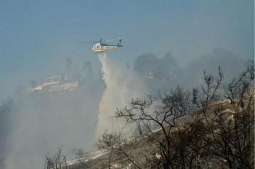 直升机救援。