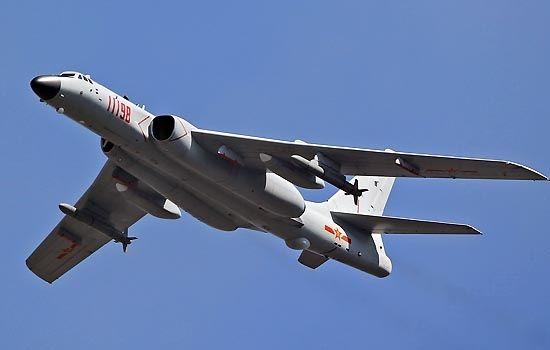 社评:解放军轰炸机霸气要求台军机让路,酷