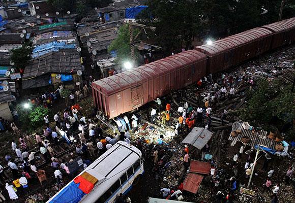 挂火车!火车脱轨!印度火车到底有多差
