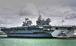 英国女王号航母正式服役 视频回顾建造历程