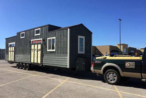 美国夫妇卡车上设计建造全功能房车
