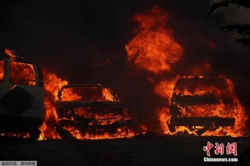 外媒:美加州大火失控20万人被迫逃离 50多所学校关闭