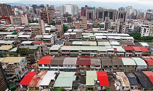 台湾密集隔间火灾致10死 台北新北或拆29万违建