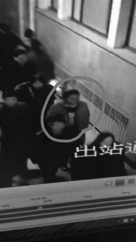 黑龙江女孩出走8天后在北京找到 离家时仅带500元