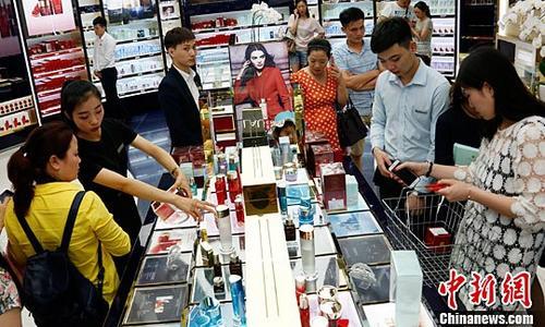 媒体:受惠中国出境游市场走强 免税业务潜力巨大
