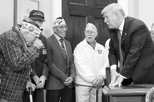 特朗普连发推特纪念珍珠港 誓言重建强大军队