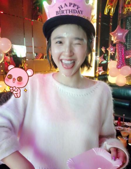 唐艺昕与父母一起庆生 网友:拍照的是张若昀吗