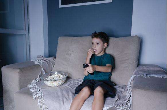 英研究:儿童过于肥胖 垃圾食品广告难逃其责