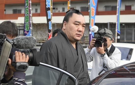 日本大相扑前横纲力士日马富士因涉嫌伤人被移送检方
