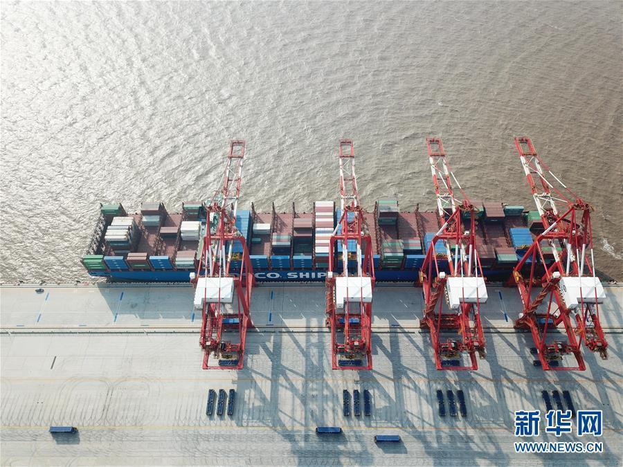 媒体:全球最大智能集装箱码头上海洋山港试运行