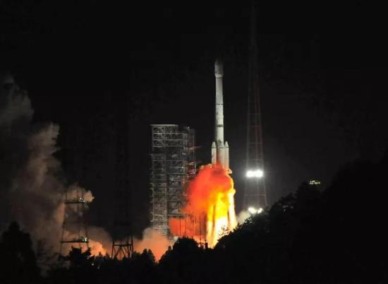 长征三号乙运载火箭成功发射阿尔及利亚通信卫星
