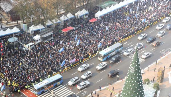 韩国3万医生集会反对