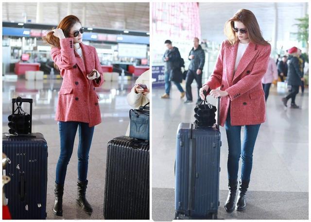 何穗穿粉红色西装现身机场, 网友: 果然皮肤白的人穿红色系最好看