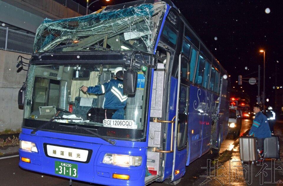 载27名中国乘客旅游大巴在日本出车祸 多人受伤送医(图)