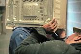 英男子将脑袋塞进微波炉里险些窒息