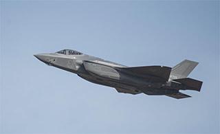 日本制造首架F-35A战斗机首飞