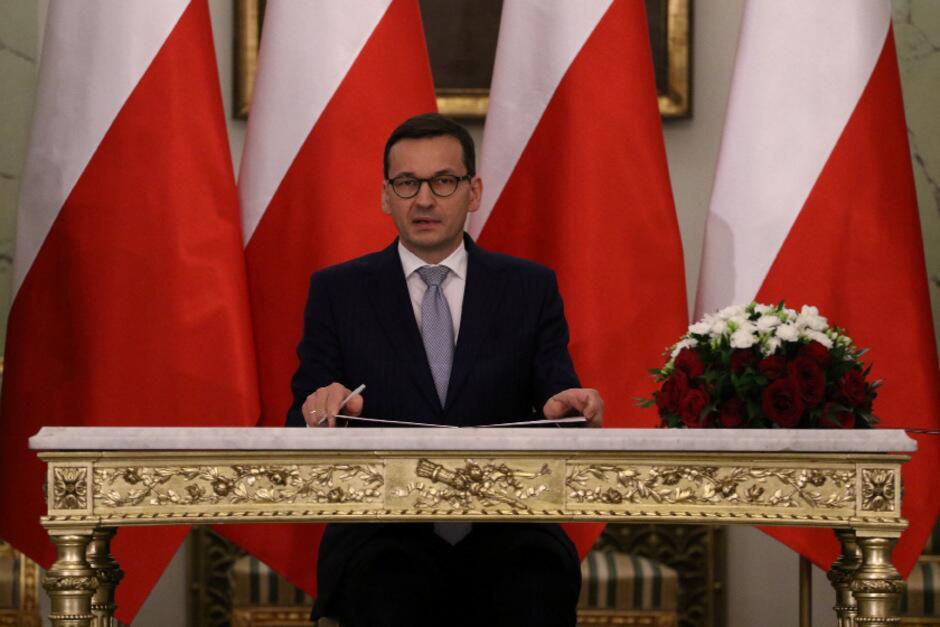 """""""新老政府""""?波兰新政府宣誓就职 所有部长留任"""