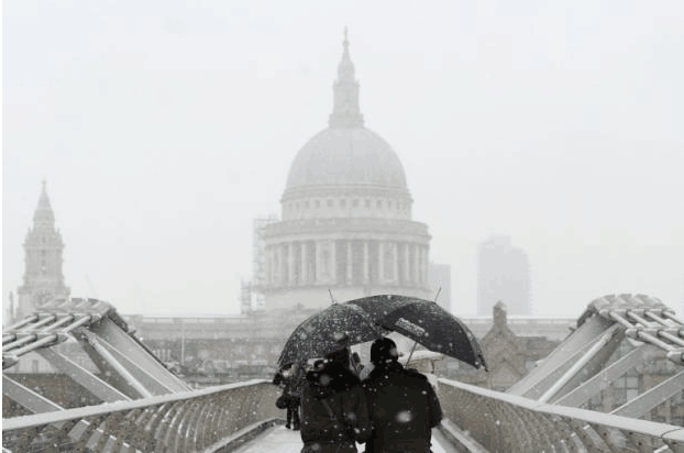 因大雪冰冻天气 英国数百学校停课交通受阻