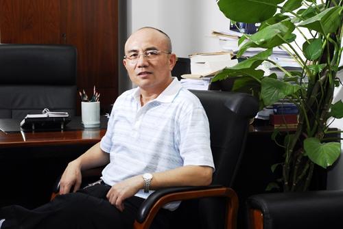 龙平平:邓小平思想生平研究会副会长兼秘书长