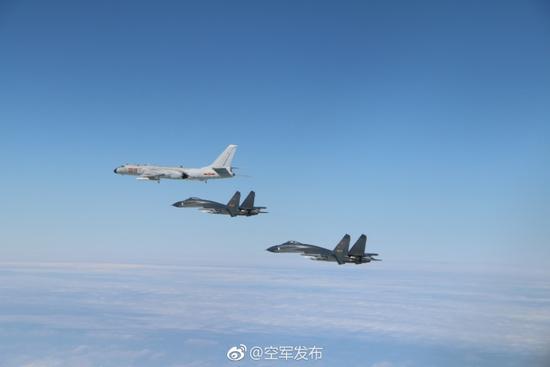 """空军多型军机成体系""""绕岛巡航"""" 轰6K和歼11参训"""