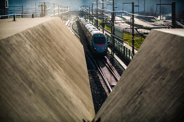 瑞士:世界上最长隧道开通一年 打破客运纪录