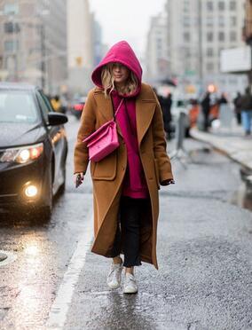 这个冬季怎么穿 大衣搭配连帽衫