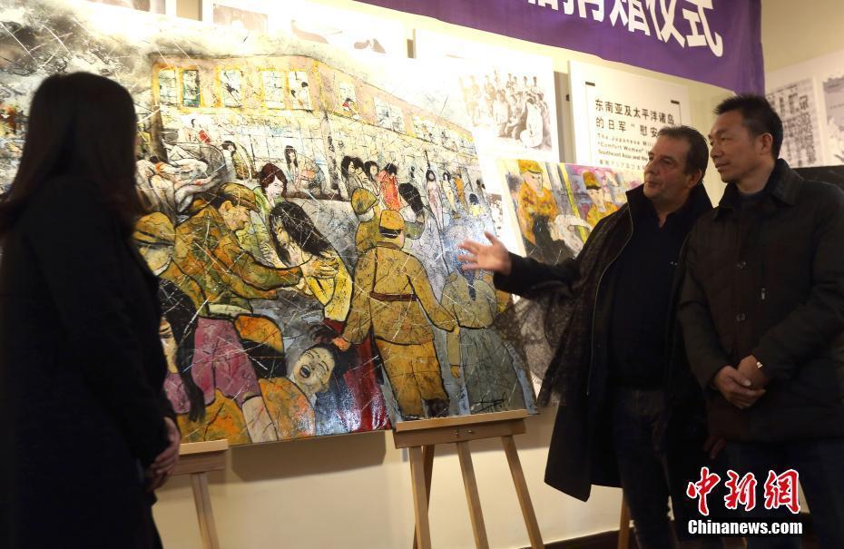 """法国画家帕赫绘制""""慰安妇""""题材油画捐赠南京"""