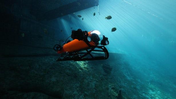 遥控无人潜水器和自主水下航行器融为一体