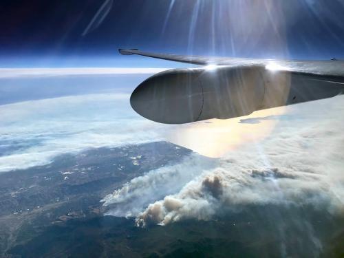 NASA航拍美国南加州火灾 浓烟滚滚遮盖大地(图)