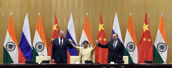 王毅谈中俄印外长会晤的十大共同点