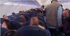 华裔钢琴家一家在美被赶下飞机 美网友:滚回中国去