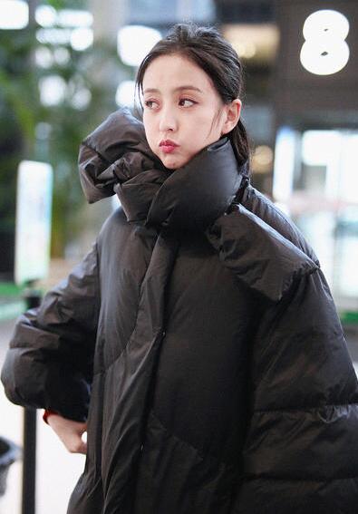 佟丽娅与郭京飞卖萌合影 表情多多笑容甜