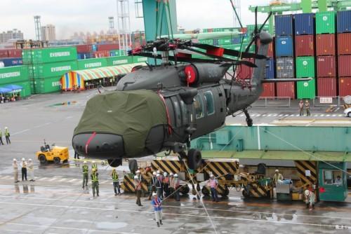 想阻止解放军登岛?台60架黑鹰直升机宣布成军