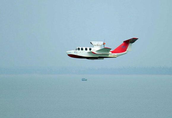 """国产""""会飞的船""""亮相南海 时速可达210公里"""