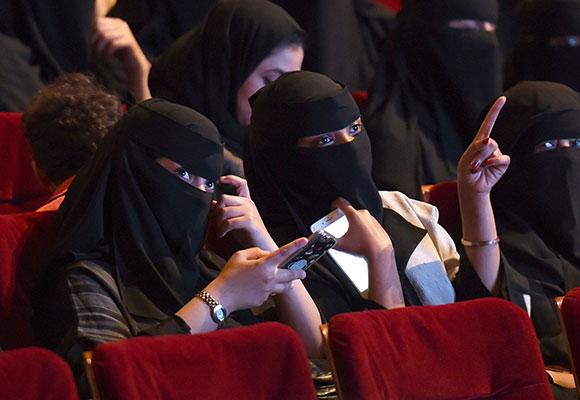 沙特35年来首次解禁电影院 发放运营许可证