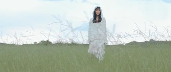 王金金发布《那时窗外开满花》MV诠释相逢的美好