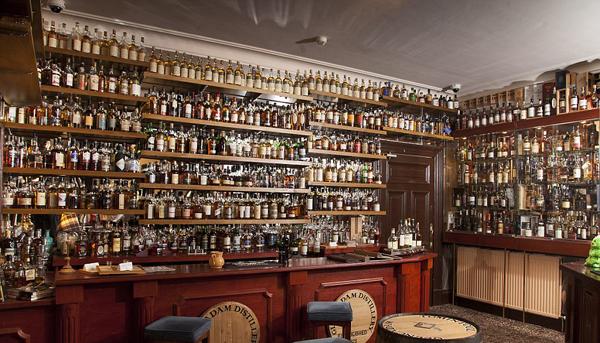 英国一家酒店因收藏1031种威士忌酒创下一项吉尼斯世界纪录