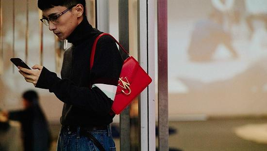 中国奢侈品消费者有近一半未满30岁