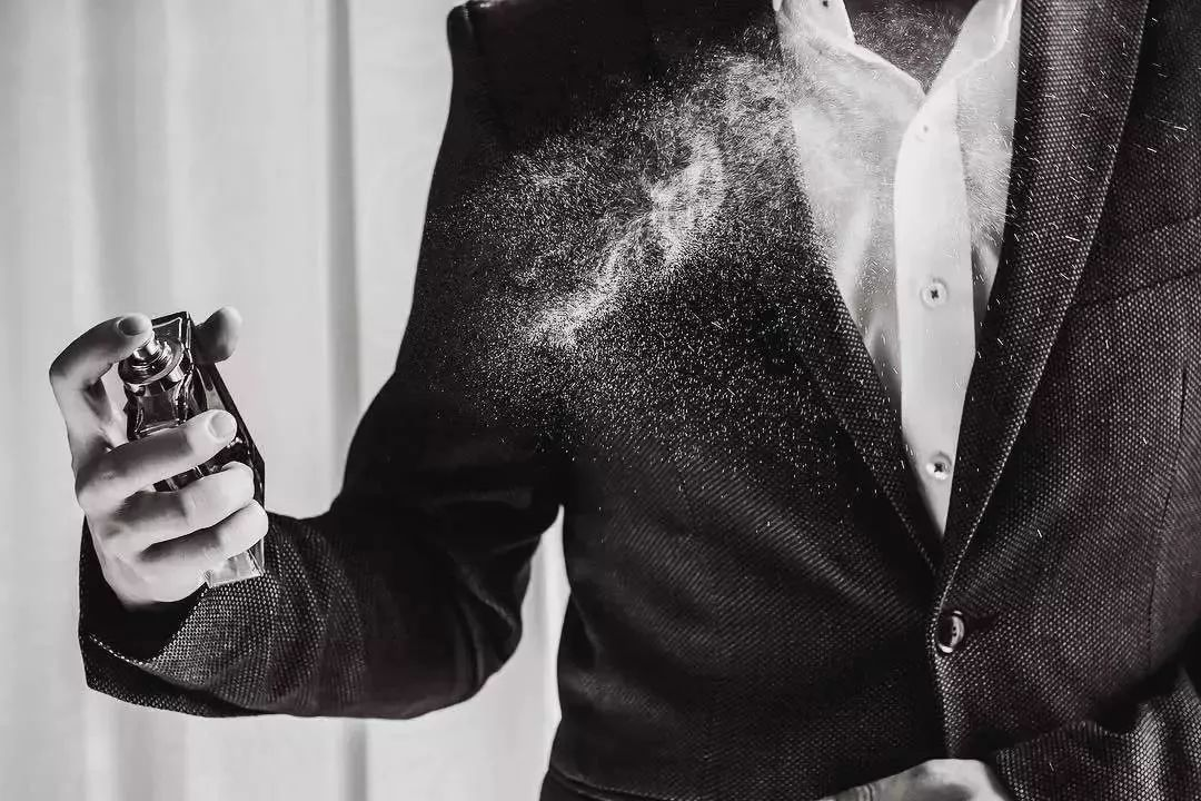 原来喷错香水,还会被女同事当作性骚扰?|基本款