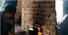 奇葩!驴友长城上生火做饭熏黑墙面