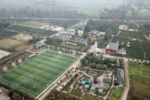 探访成都足球第一村 一年举办比赛248场