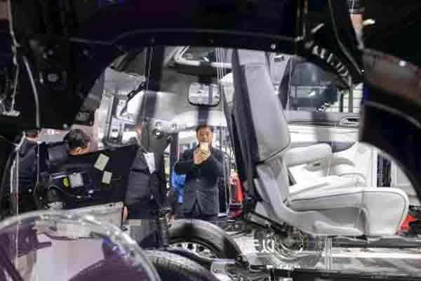 长沙国际车展 商家为揽客各出奇招