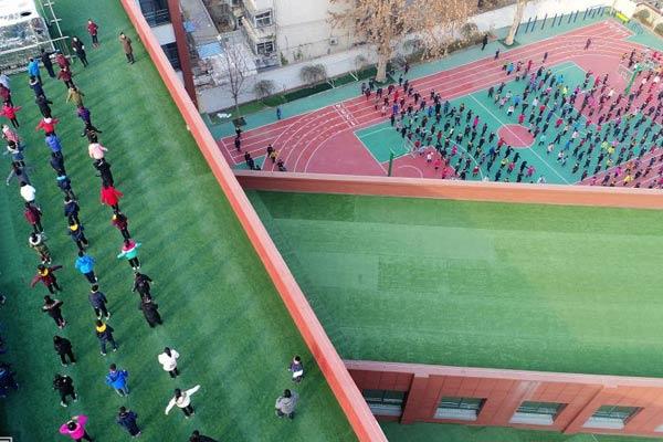 """济南小学现""""空中操场"""":围墙1.6米高防止攀爬"""