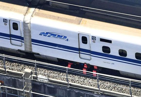 日本新干线重大事故 行驶中漏油影响千人出行