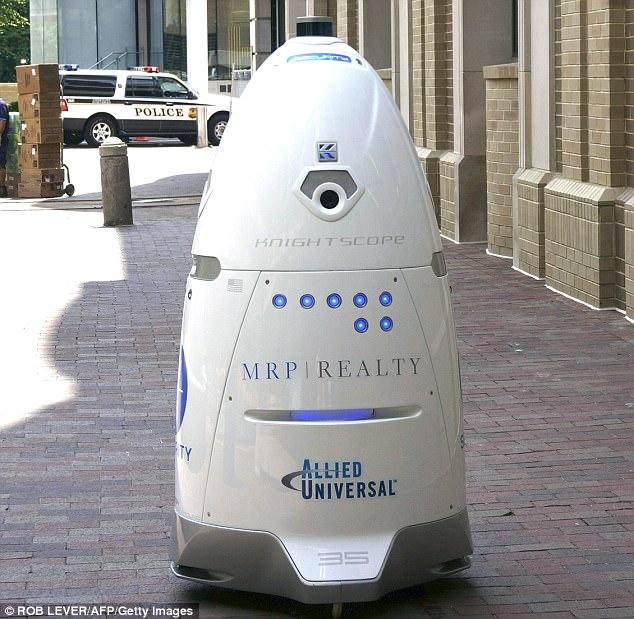 旧金山启用安保机器人巡逻街道引发争议