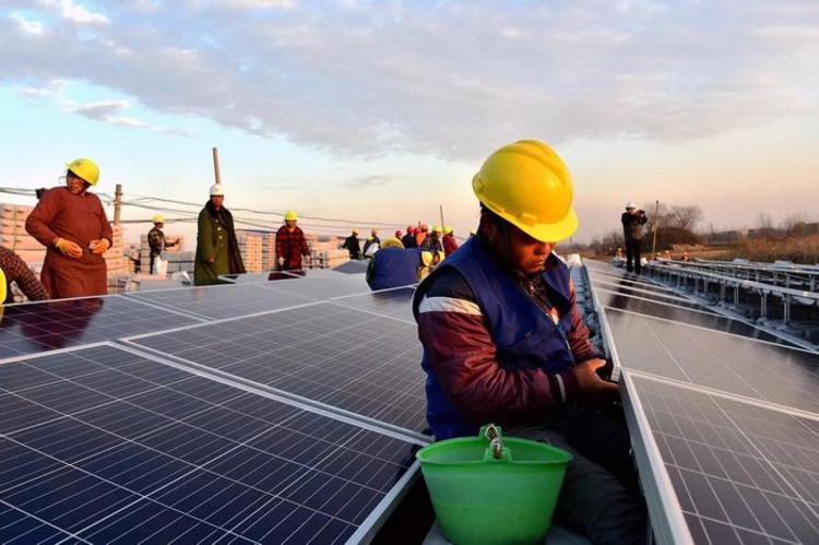 世界上最大的浮动太阳能发电厂并网发电