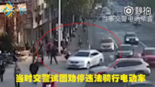 男子骑电动车碰瓷交警 网友:浑身是胆!
